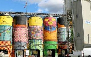 Giants gekleurde silo's Granville Island Vancouver